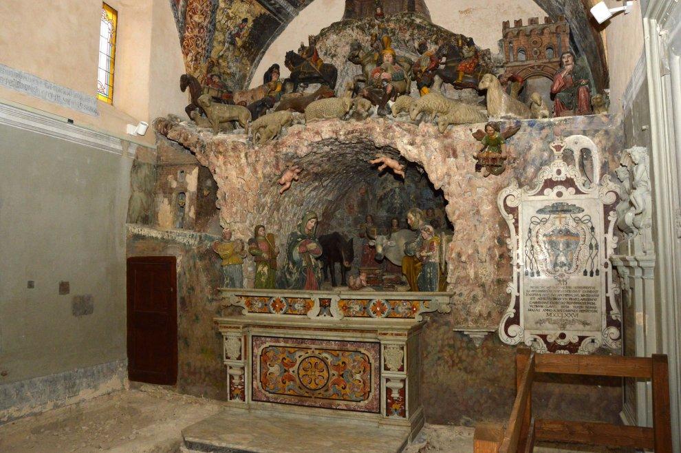 Altare del presepio nella cattedrale di Matera